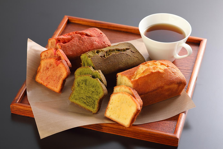 3色のカラフルパウンドケーキ